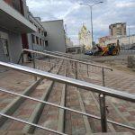 ограждения лестниц металлический поручень