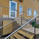 ограждение стальное для лестницы на улице