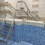 заказать лестницу в бассейн